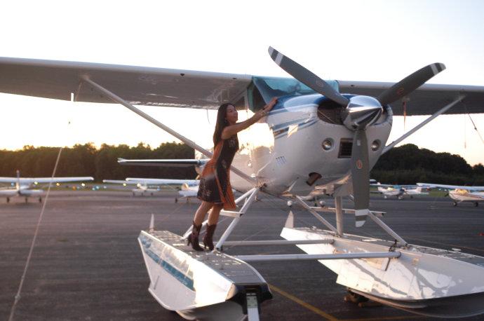 有不少人喜欢玩飞机